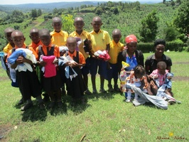 Group photo of needy children with a needy packet from Antina (1)