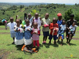 Group photo of needy children with a needy packet from Antina (5)