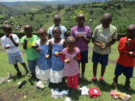 Group photo of needy children with a needy packet from Antina (20)