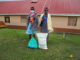 Karungi Sauda's family with their food package (1)